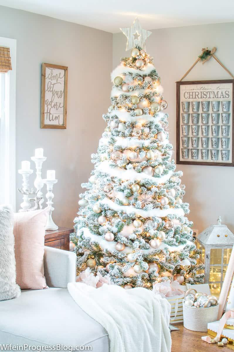 36 Rose and Gold Christmas Tree Decorating Ideas 2018 - Page 28 of 36 - Kornelia Beauty