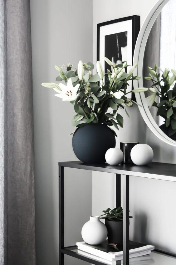 Flower vase, vase arrangement, home decor.