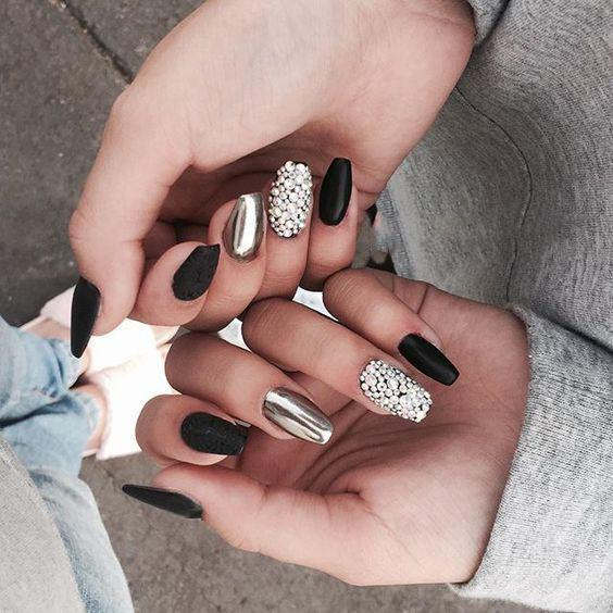 32 ATTRACTIVE FLASH NAILS HIGHLIGHT THE CHARM OF WOMEN - yeslip