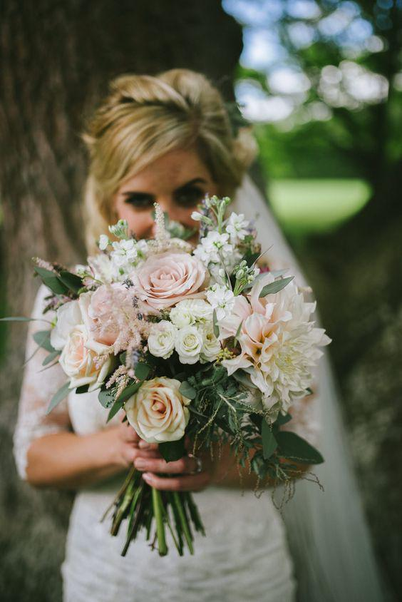 57 ATTRACTIVE BRIDES BOUQUETS HAVE ALWAYS PASSED HAPPINESS - Page 38 of 57 - yeslip