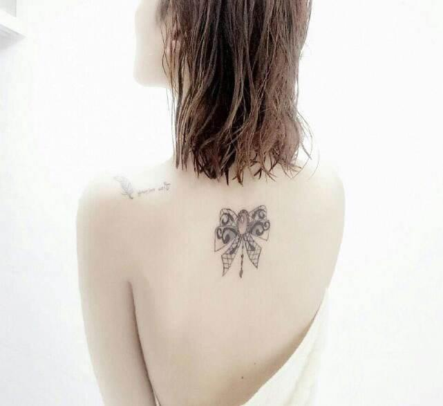 51 FASHION-RELATED HIGH-PROFILE GIRLS BACK SMALL TATTOO - Page 14 of 51 - yeslip