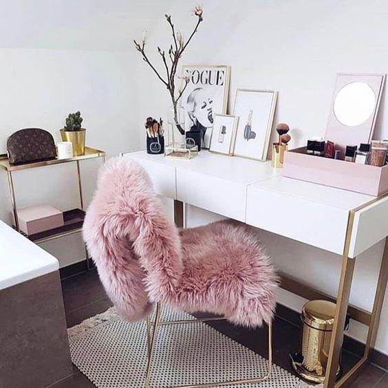THE DRESSING TABLE IS EXTREMELY IMPORTANT FOR GIRLS WHO LOVE BEAUTY - Breyi