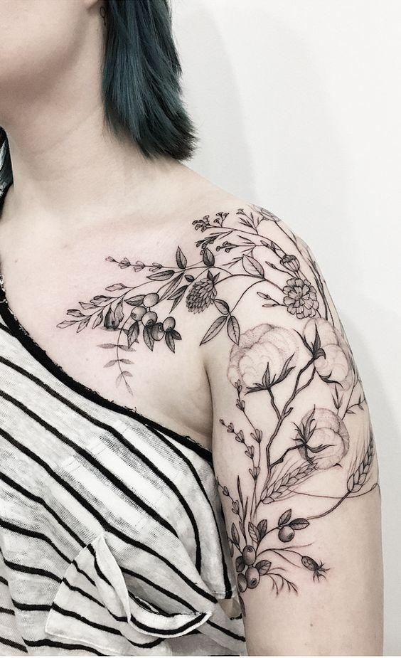 35+ Most Beautiful Shoulder Tattoos for Women - Page 8 of 42 - VimTopic