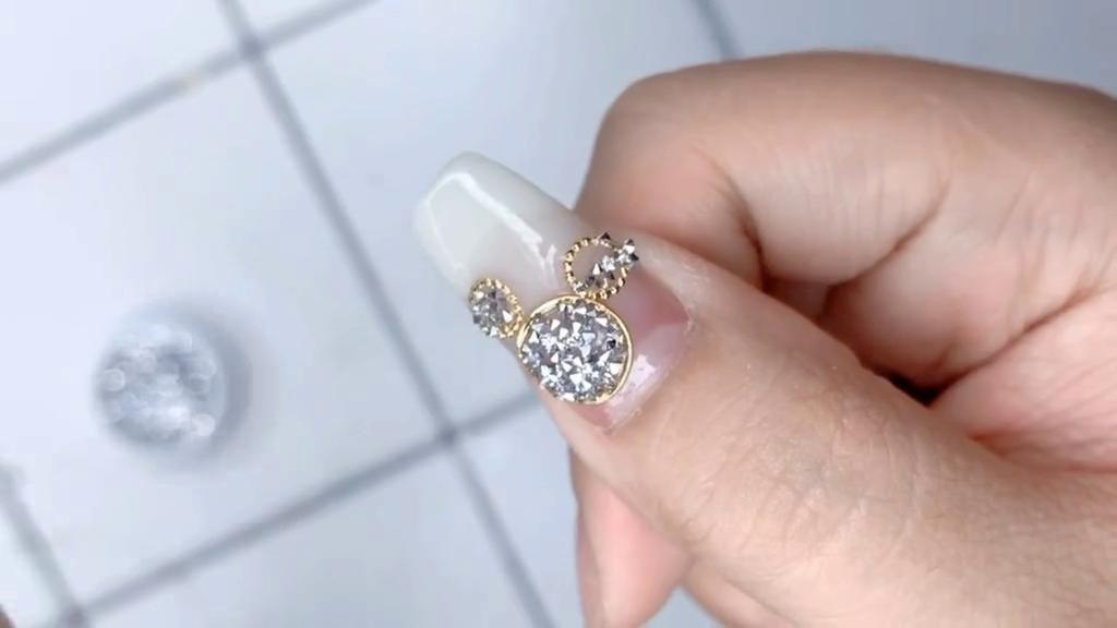 Super simple Mickey nails, the combination of loop rivets + micro diamonds looks great! - kkcamille